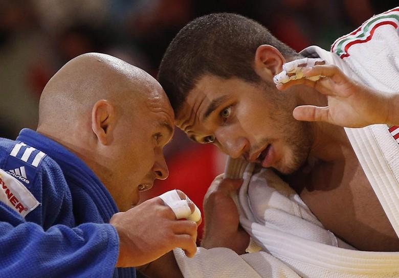 Tóth Krisztián (jobbra) nagy harcban. Forrás: MTI